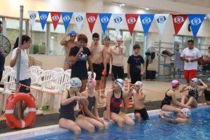 Diana Duque brinda charla a nadadores