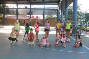 ¡Patinaje y carnaval, clases con muchos colores!